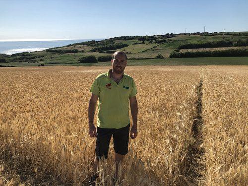 Julien Dumont, agriculteur à Saint-Étienne-au-Mont (62)